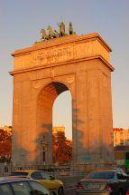 http-::commons.wikimedia.org:wiki:File-Arco_de_la_Victoria_(Madrid)_01.jpg