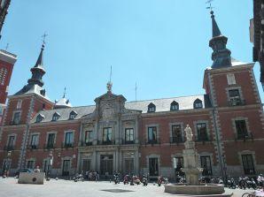http-::commons.wikimedia.org:wiki:File-Palacio_de_Santa_Cruz_(Madrid)_03.jpg